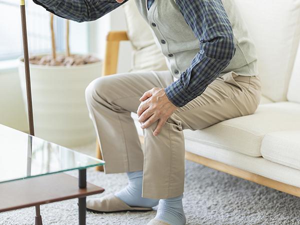 【画像】膝を痛めた男性